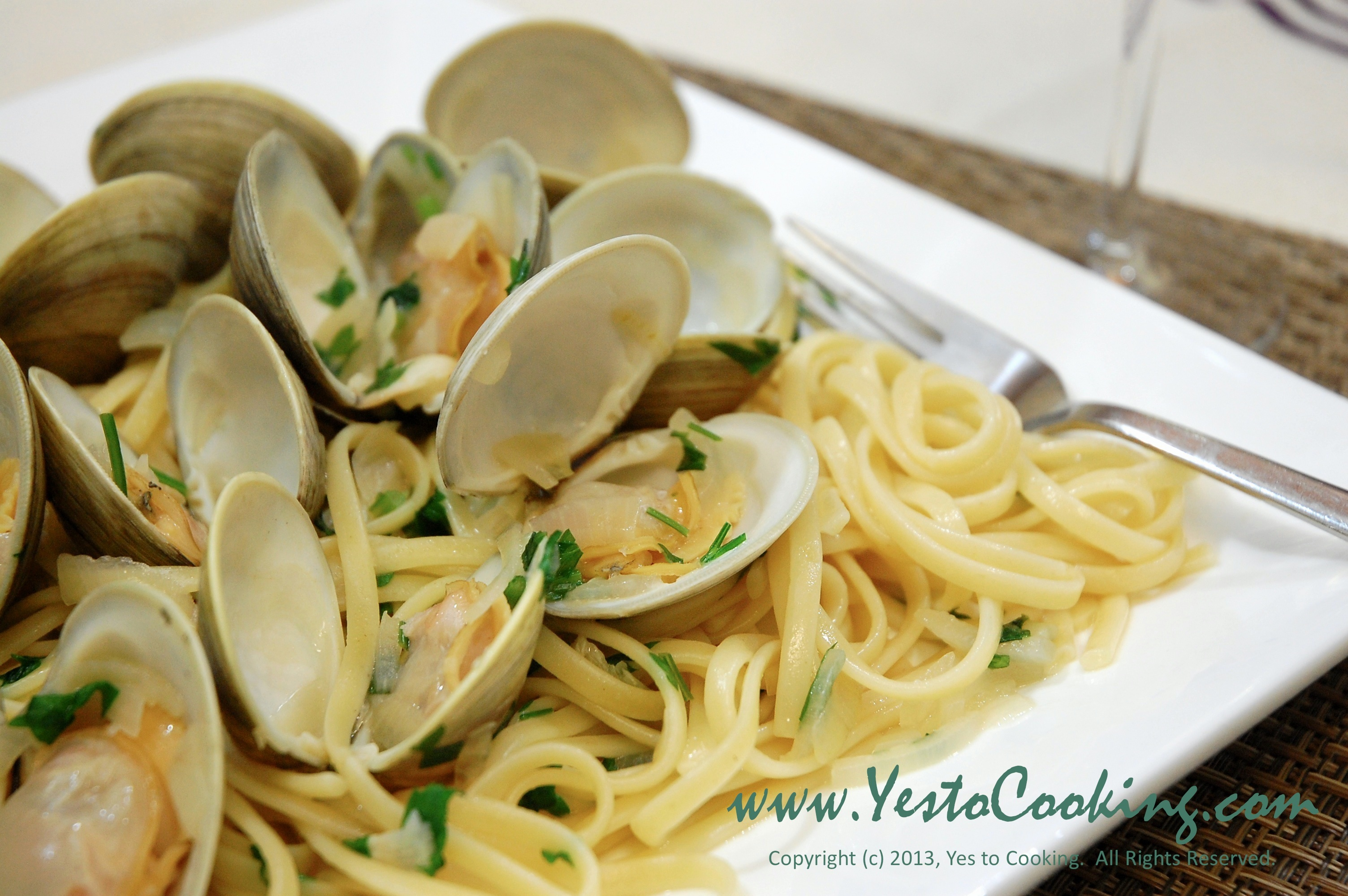 Linguine with Little Neck Clams in White Wine Sauce | Yes To Cooking