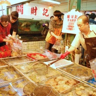 Kwan Choi Kee seafood market stall is renowned for its wide selection of fresh seafood.