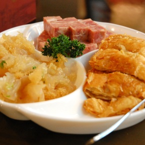 Travel Eats (Hong Kong): Hong Kong Old Restaurant (香港老飯店)