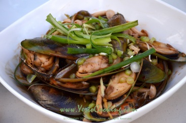 Mussels in Spicy Garlic Sauce- Yes to Cooking